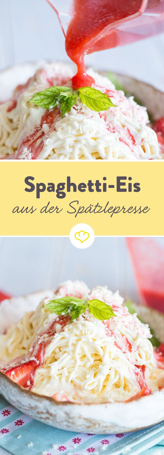 Ja, ganz traditionell wird Spaghetti-Eis mit einer Spätzle-Presse zubereitet. Darunter ein Klecks Sahne, darauf Erdbeerpüree und Schokolade - fertig!