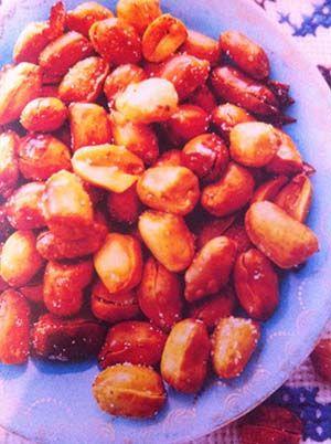 Gerecht printenKatjang goreng ( gebakken pinda's ). Heerlijk Indonesisch recept voor als tussendoortje of op een feestje. Informatie Snack voor 4 personen bereidingstijd: ca. 20 minuten Benodigdheden 1/2 rauwe pinda's in de dop 100 ml zonnebloemolie 3 teentjes knoflook, geperst Bereidingswijze Dop de pinda's en leg ze in een zware pan of wadjan Verhit ze …