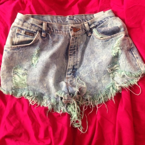 urban outfitter shorts! Great fit! Worn twice Urban Outfitters Jeans