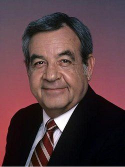 Tom Bosley - Bosley died of heart failure on October 19, 2010, at a hospital in Rancho Mirage, California, near his home in Palm Springs, California.[8] He was 83 years old. His agent, Sheryl Abrams, said Bosley had been battling lung cancer.[8] His remains are interred at Forest Lawn - Hollywood Hills Cemetery.