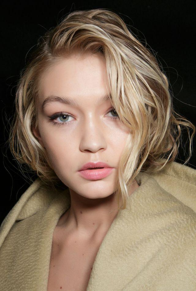 Orange eyeshadows, grunge makeup, pale pink lips and messy eyebrows - we sum up the major makeup-trends from the Fashion Week catwalks | Оранжевые тени, макияж в стиле гранж, нежно-розовые губы, неаккуратные брови - мы рассматриваем главные beauty-тенденции прошедших недель моды