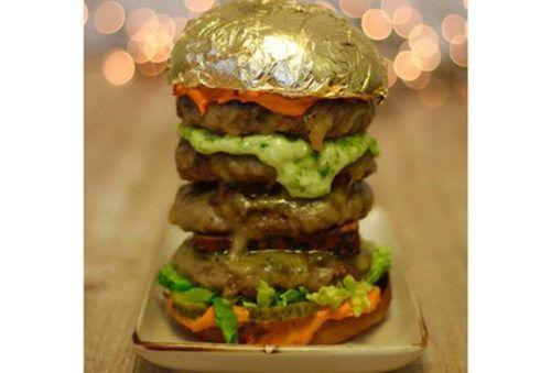 В Дубае представят «золотой» гамбургер за 4 тысячи рублей http://mnogomerie.ru/2017/02/08/v-dybae-predstaviat-zolotoi-gambyrger-za-4-tysiachi-ryblei/  На фестивале уличной еды Eat The World DXB в Дубае представят гамбургер с золотом стоимостью 63 доллара за порцию (около четырех тысяч рублей). Об этом сообщает журнал Arabian Business. Фото: ITP В состав гамбургера от британской компании The Roadery войдут пять котлет из мраморной говядины, сыр с трюфелями, фуа-гра, майонез с шафраном и…