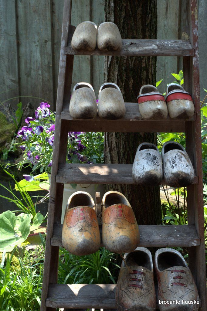 Dutch Wooden Shoes (Kom Achterom)
