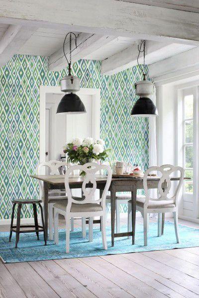O Papel de Parede geométrico em Non Woven é conhecido por ter uma proteção extra em relação a outros, por isso, é extremamente fácil de limpar. O uso de um papel de parede estampado na sala de jantar é uma excelente opção. O papel de parede verde dá cor ao ambiente, trazendo frescor e tranquilidade.