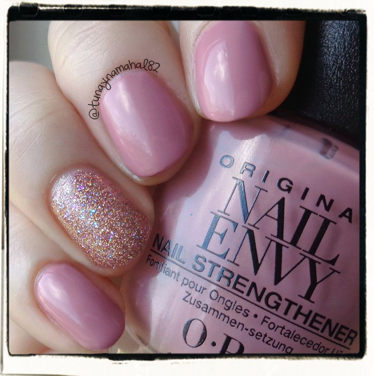 2 coats of OPI Nail Envy in 'Hawaiian Orchid', and Reverie Nail Lacquer 'Honeycomb' for my accent nail, plus Seche Vite topcoat.