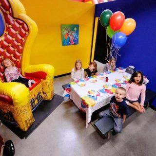 Complete list of kids' birthday party venues and entertainment in the Central Valley, CA - Fresno, Hanford, Visalia areas.