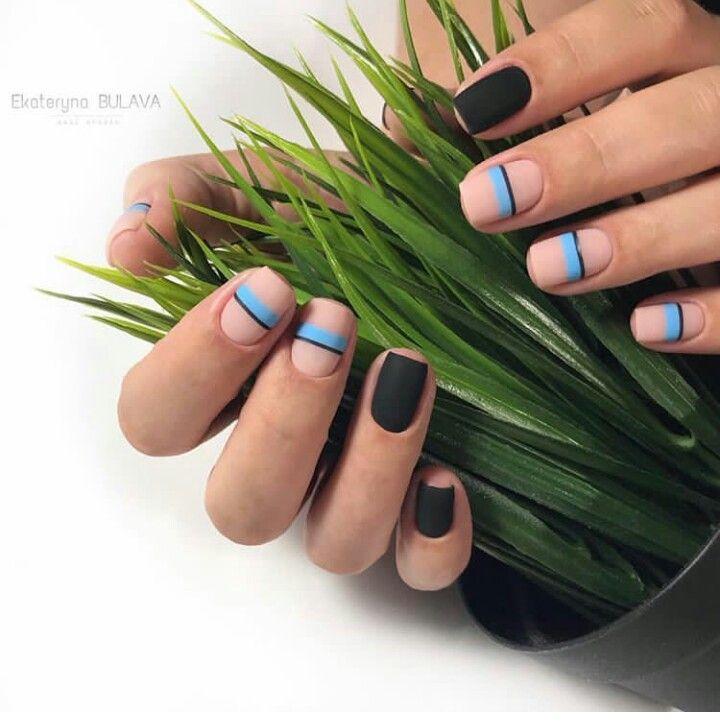 Minimal nail art for summer