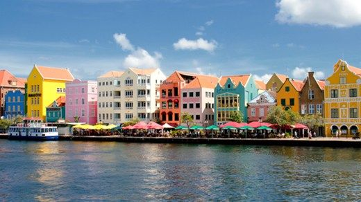 Vakre Willemstad er hovedstaden på Curacao #city #colorful #buildings #architecture #caribbean #world