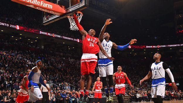 La última aparición de Kobe Bryant como jugador en un All Star Game de la NBA será fuera de Estados Unidos: por primera vez en la historia, el tradicional duelo entre las Conferencias Este y Oeste de la Liga de básquet estadounidense se llevará a cabo en Toronto, Canadá, y tendrá al astro como principal atractivo. Febrero 15, 2016.