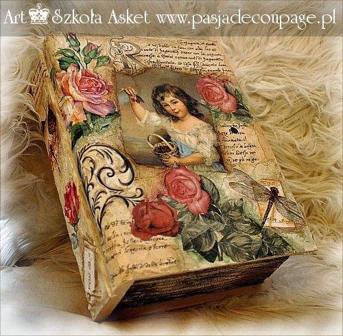 Stara księga wykonana przez uczennicę warsztatów Asket