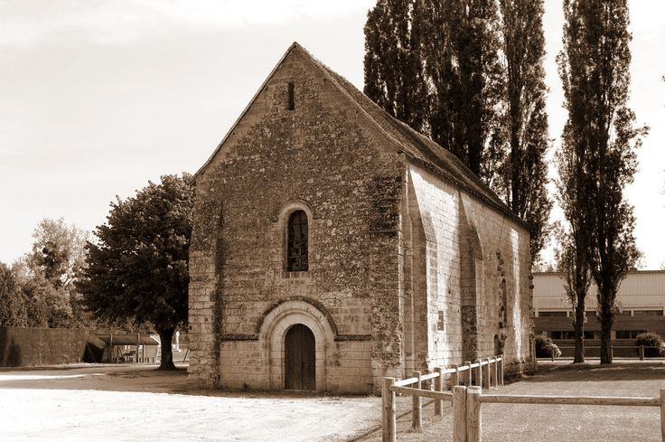 La Chapelle St-Jean à Amboise - Indre-et-Loire | La chapelle St-Jean a été édifiée sur l'Ile d'Or au début du XIIe s. par l'ordre des Chevaliers hospitaliers de St-Jean de Jérusalem.