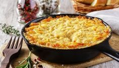 Zuurkool Ovenschotel met gehakt, rookworst en spekblokjes ( natuurlijk wel zelf de aardappelpuree maken)