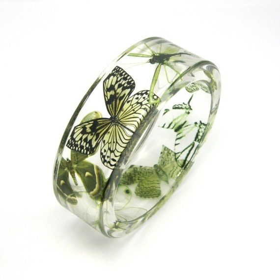 Green Bracelet, Forest Green Butterflies in a Resin Bangle, Botanical Jewelry op Etsy, 44,76 €