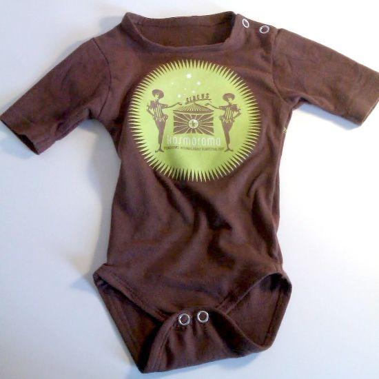 Søm: Gjenbruk av t-skjorter. T-skjortene ble til bodyer (som ikke passet til kraftpluggen min). Men ideen er fin!