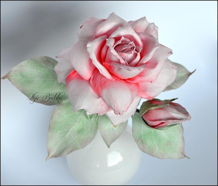 Róża z foamiranu.
