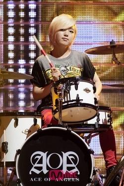 I prefer the drummer :3