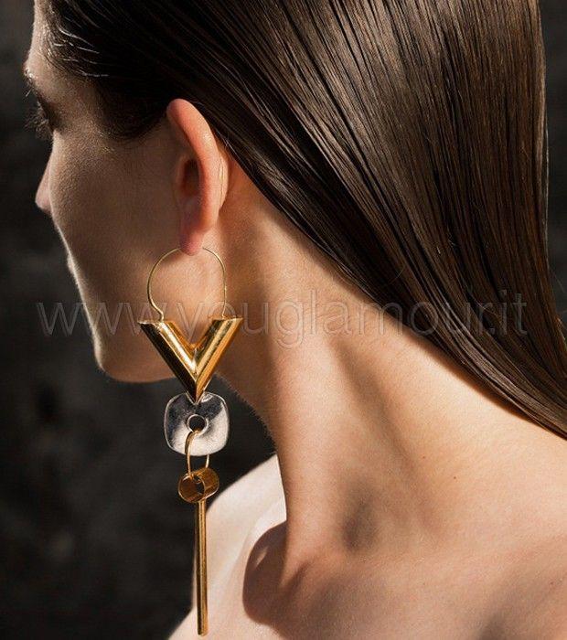 Louis Vuitton presenta Essential V il mono orecchino