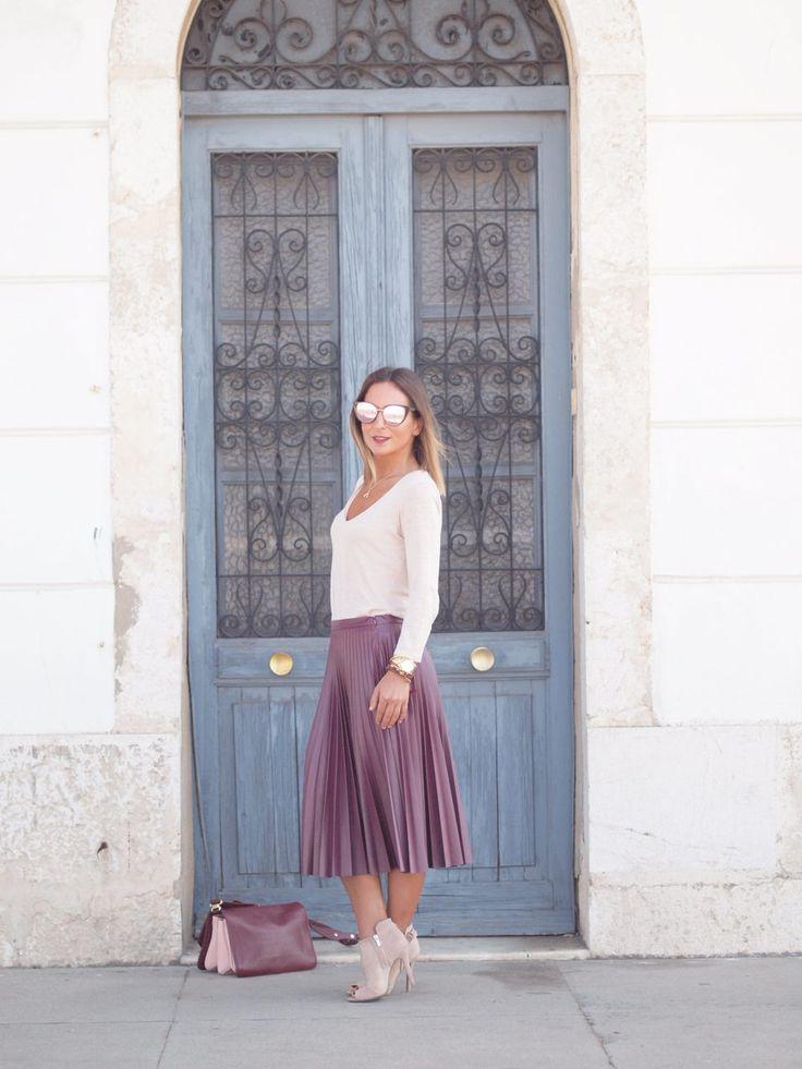 Wine coloured!! - Temporada: Primavera-Verano - Tags: Zara,Blanco, - Descripción: Falda plisada de polipiel color vino tinto convinado con jersey y botines en color nude