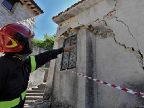 Abruzzo: #SISMA #TERAMO: ALTRE SETTE ORDINANZE DI SGOMBERO NOVE FAMIGLIE SCELGONO IL CAS (link: http://ift.tt/2gjuDMR )