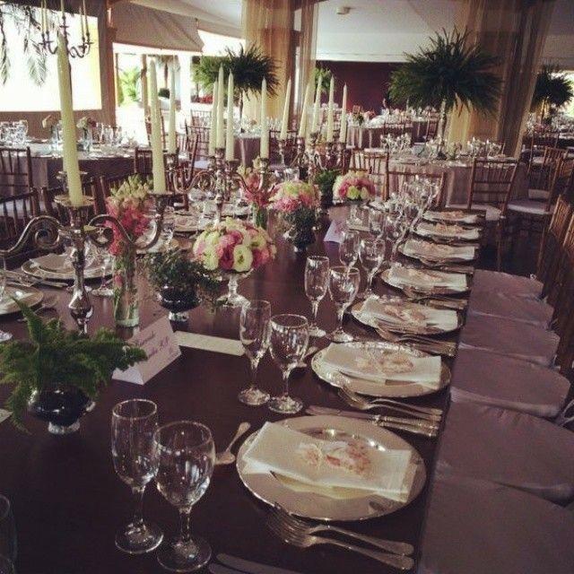 Meu casamento! Um pouco do decor...mesas banquete para amigos...alegria e animaçao duplicada!