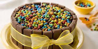 torta decorada con rocklets y chocolates - Buscar con Google