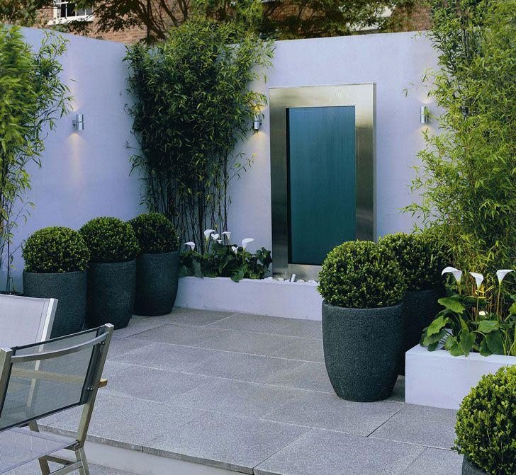 Courtyard garden with grey, round plant pot | adamchristopherdesign.co.uk