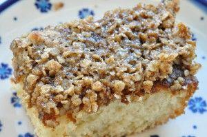 Lækker drømmekage fra Brovst med sprød topping af havregryn og farin. Knasende top og rigtig god smag. Brug kokosmel eller havregryn til toppen, du bestemmer