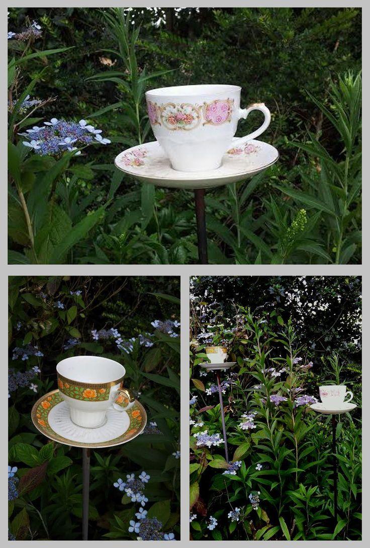 So cute, vintage tea cups as garden decoration / zo leuk zijn ze... deze brocante kopjes als tuin decoratie, en gewoon te gebruiken. De schotel is op een metalen plaatje met pin gelijmd maar het kopje staat los, dus prik hem naast je stoel en geniet van je thee. Ook leuk als drinkbakje voor de vogels!