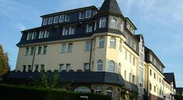 Hotel-Restaurant Zur Krone Löhnberg This family-friendly hotel offers tastefully furnished accommodation in the town centre of Löhnberg, at the edge of the Hoch-Taunus Nature Park, and is only 200 metres from the train station.