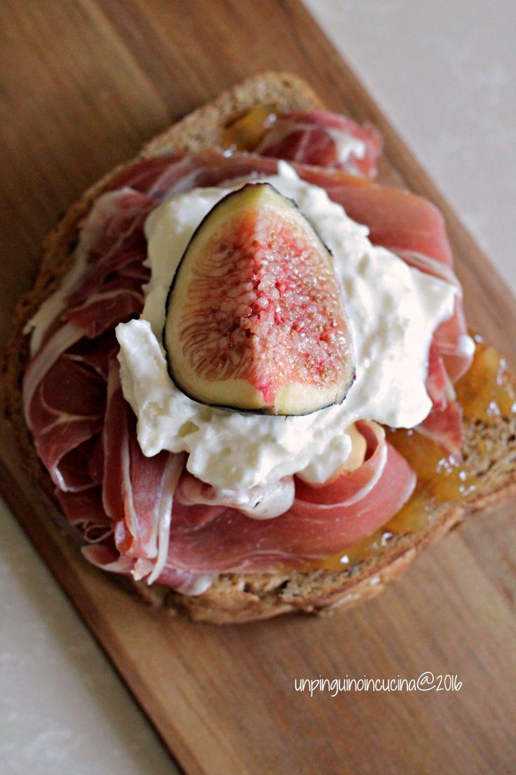 Fig, Prosciutto and Burrata Bruschetta - Bruschetta con ficco, crudo e burrata | Un Pinguino in Cucina