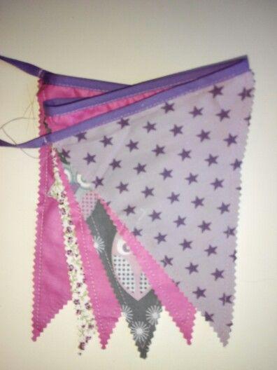 Guirnalda tonos rosa, lila y morado. Pide tu presupuesto sin compromiso. Puedes contactar vía mail a tinita.sewithlove@gmail.com o en mi pagina de Facebook www.facebook.com/tinitasewithlove o en mi perfil de Wallapop http://es.wallapop.com/user/jessicav-13373083