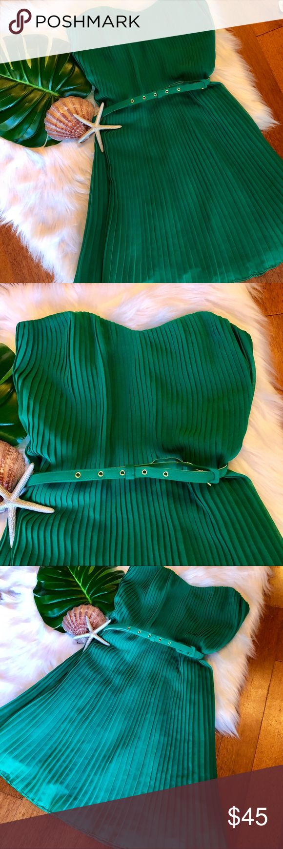 "Kelly Green French Connection Pleated Strapless Kelly Green French Connection Pleated Strapless Dress Size 8  Belted to help give the effect of a tiny waist. Gorgeous shade of green. Great condition only worn once.   Measurements  Length 30"" Chest 17"" French Connection Dresses"