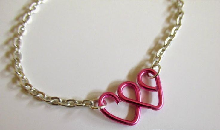 Lovely Heart Wire Wrapped Bracelet | This DIY bracelet can either be a special gift for a special someone or a gorgeous wire wrapped bracelet that you can add to your collection!