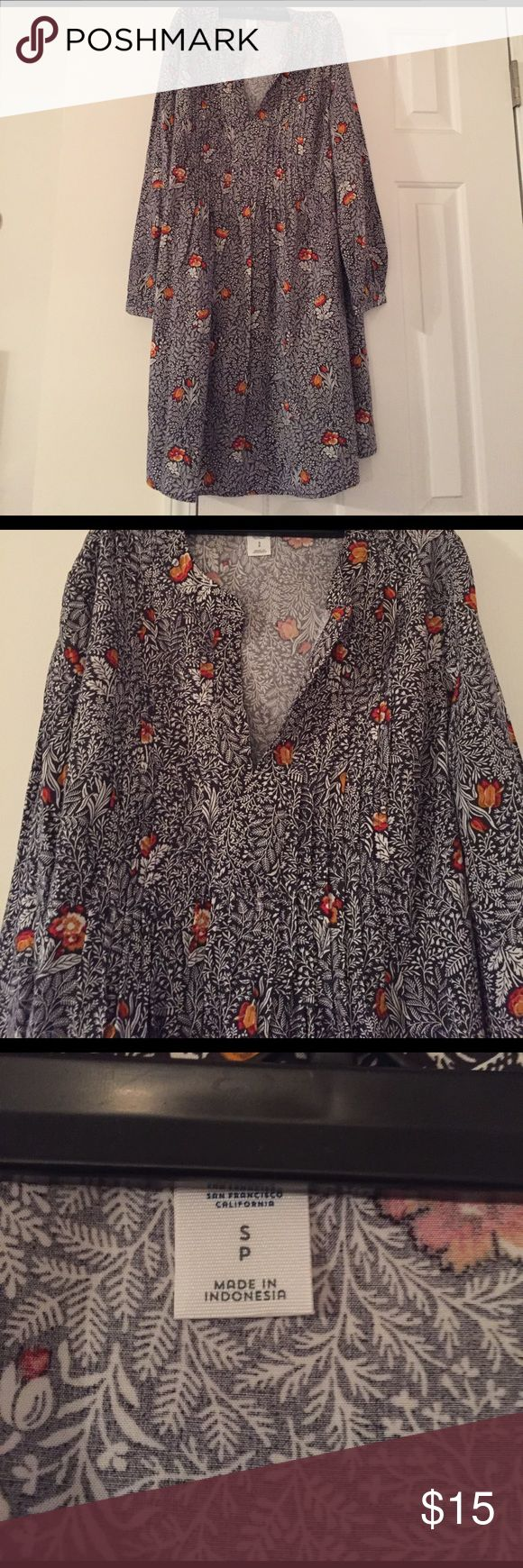 3/4 Length Sleeve Flowy Dress With hints of grey and white colors, and flower features in orange and red; this flowy dress will be perfect with boots in the winter or your favorite sandals in the summer. Never Worn Old Navy Dresses Long Sleeve