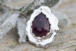 Handgemaakte zilveren ring met toermalijn, superhoogglans finish, aparte sieraden, unieke en handgemaakte zilveren sieraden met edelstenen. Toermalijn rose cut