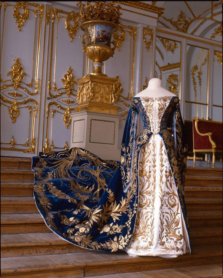 "Court gown belonging to Grand Duchess Xenia Alexandrovna (sister of Nicholas II), late 19th - early 20th century. Photo: Collection of the State Museum ""Tsarskoye Selo."" Via the Tsarskoye Selo State Museum-Preserve on Facebook."