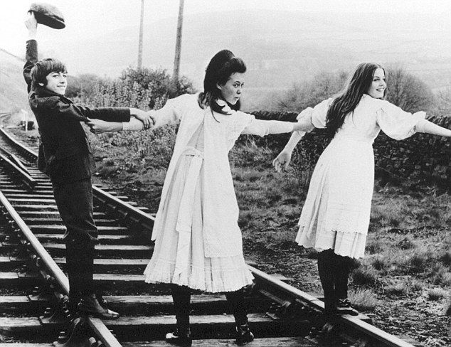 Gary Warren, Jenny Agutter and Sally Thomsett in the Railway Children, 1970