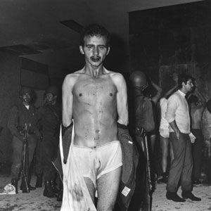 """Imagen: 2 de octubre de 1968. Fotografía que muestran la participación del """"Batallon Olimpa"""" en la noche del 2 de octubre de 1968; en el edificio Chihuahua."""