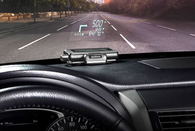 Garmin HUD é um GPS que, ligado ao smartphone ou tablet através de uma conexão Bluetooth, projeta o caminho no para-brisa do carro. Além do aparelho, cujo preço sugerido é de R$ 599, é preciso um app, que já está disponível para Android, por R$ 86, e iOS, por US$ 50 dólares, cerca de R$ 110. Na INFO Online ♦ por Victor Caputo.