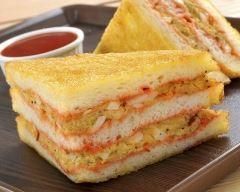 Club sandwich doré au pesto de tomate et rillettes de poulet au curry  Ingrédients