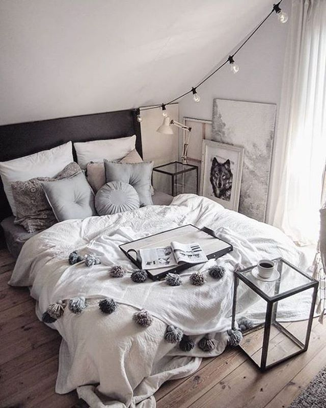 I could lie here all day. via @unknown #simplicity #scandinavian #homedecor #interior #bedroom