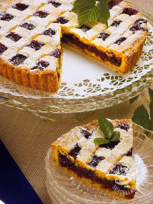 Tart plums and gluten-free dried fruit - Confettura di prugne, noci e pinoli... Siete sicuri di non volerne il bis? Se non vi basta, nell'impasto della frolla aggiungete 1 cucchiaio raso di cacao. #crostatadiprugne