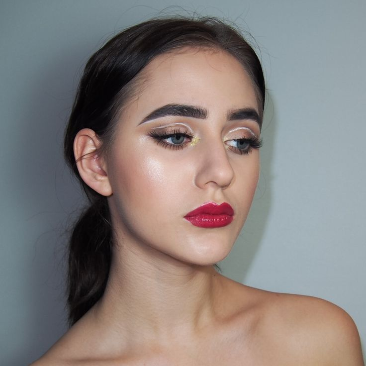 Fun Eyeliner Cutcrease Glitter Ping Burgundy Glossy Lips Makeup Look ❤️ For details check my instagram: https://instagram.com/othrmakeup/