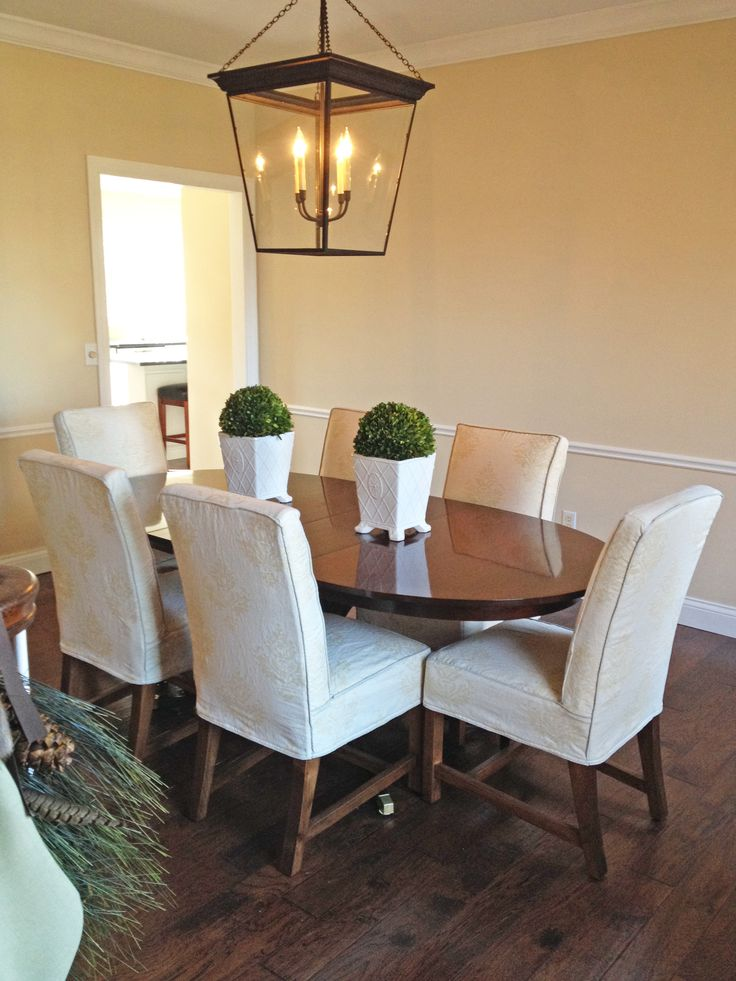 Perfect Quatrine Slipcovered Exposed Leg Dining Chairs