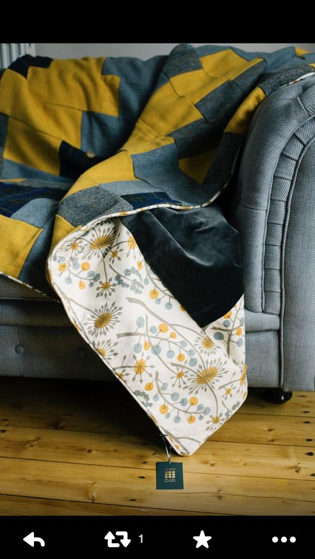 A beautiful handmade quilt by Lisa Watson. This is the colour scheme I would like for the dining room.