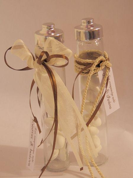 Μπομπονιερες γαμου σε μπουκαλι γυαλινο με ευχαριστηρια καρτα γαμ