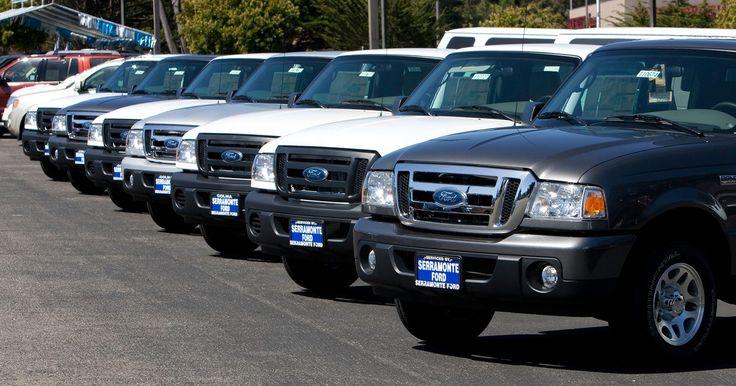 """Una historia de las camionetas Ford Ranger. Desde 1983, la serie de camionetas Ford Ranger ha sido el vehículo compacto de la empresa. Siendo la camioneta más pequeña de Ford, la Ranger de bajo consumo de combustible se encuentra junto a la serie más grande de las """"F"""", como la F-150 y F-250. A lo largo de su historia, la Ranger se ha mantenido como un modelo exitoso en ventas, luciendo una ..."""