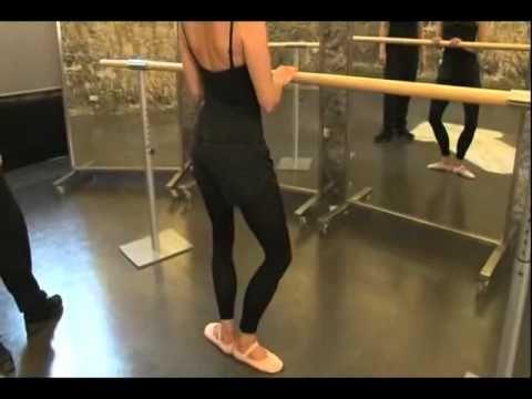 Trailer DVD Clase de Ballet para Adultos. Nivel básico.  Ejercicios en la barra: Demi-Plié y Relevé en 1.era y 2.da posición de pies. Carolina de Pedro Pascual y Nieves Sintes Reviriego