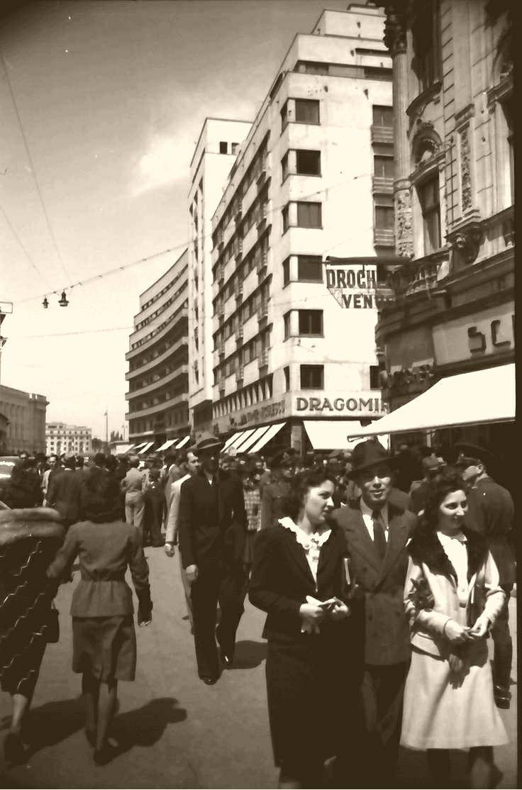 La o plimbare pe Calea Victoriei, într-o zi cu soare. Fotografie de Willy Pragher.