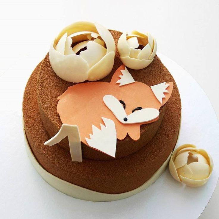 Cake with chocolate fox! I like it, and you? ☺Торт для Лисёнка🐺, которому сегодня годик! 😍 Очень просили точно такого же милого зверька, как у талантливой Екатерины @sweetburg. 🙈 Это моя первая шоко-зверушка - теперь очень хочу сделать слоника, кита и жирафа - кому нужно? 😄✌ Этот торт весом 2 кг: внизу бисквитный красный бархат в сливочно-сырном муссе, верх муссовый - Маракуйя-молочный шоколад.